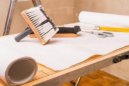 die wohnung tapezieren auf das solltest du achten. Black Bedroom Furniture Sets. Home Design Ideas
