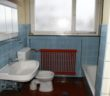 Altes, stark sanierungsbedrftiges Bad mit Kohleofen