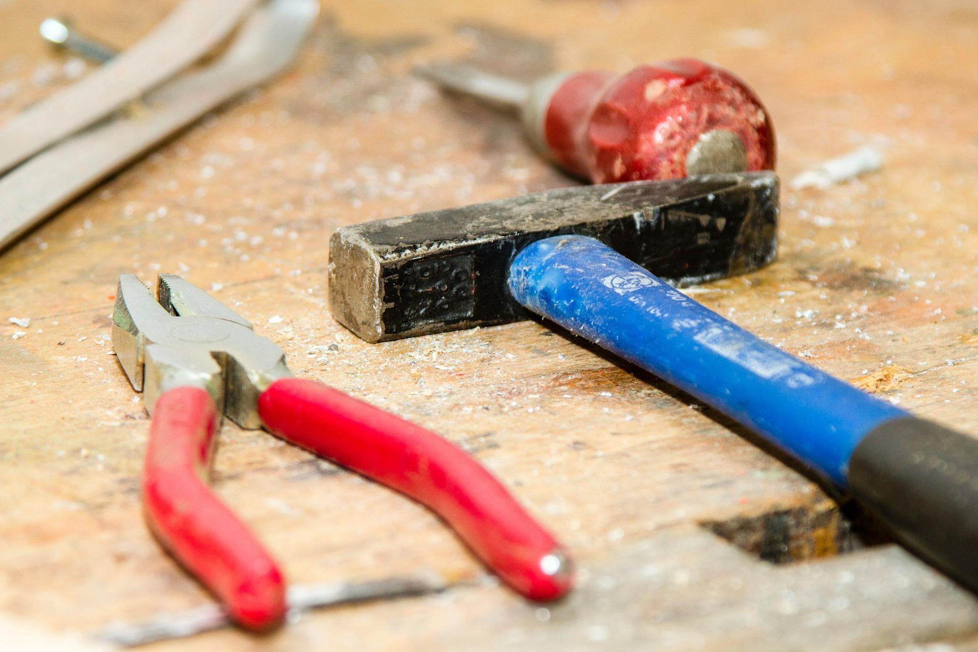 Werkbank mit Werkzeug